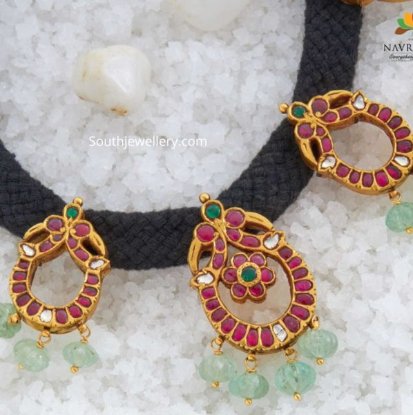 black thread necklace with kundan motifs (1)