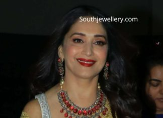 madhuri dixit in ruby diamond necklace set (1)