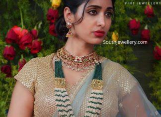 kundan necklace and pearl emerald haram