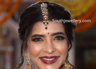 lakshmi manchu in traditional gold jewellery (2)