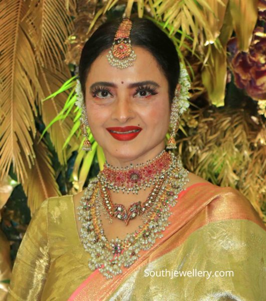 rekha in traditional gold jewellery