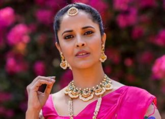 anasuya in traditional gold jewellery