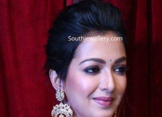 catherine tresa in polki diamond earrings (1)