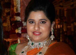 dil raju daughter hanshitha reddy in diamond emerakld jewellery