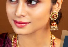 kundan necklace and jhumkas