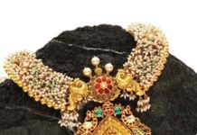 pearl necklace with peacock kundan pendant