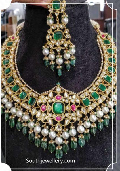 kundan necklace and earrings set by akoya jewellery