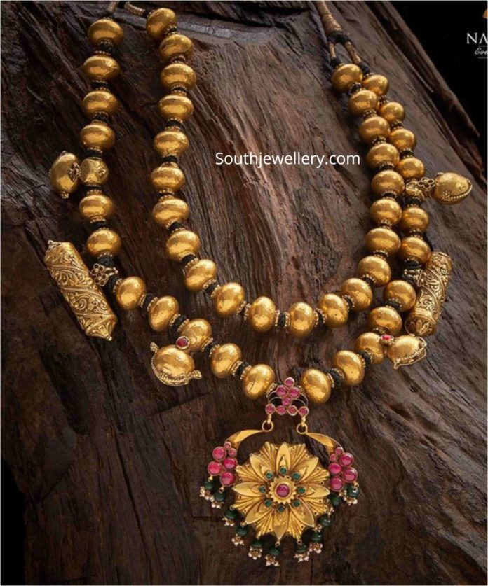 traditional gold balls necklace