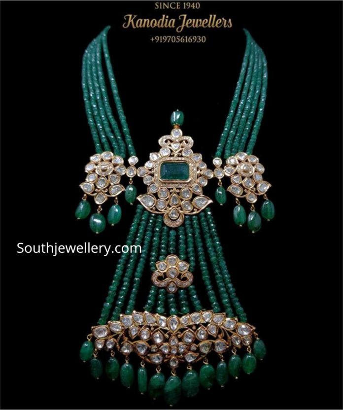 emerald beads necklace with pendant (1)
