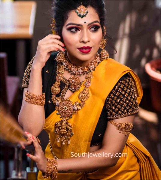 traditional gold jewellery set by aabushan jewellery