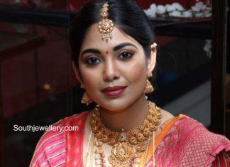 antique gold jewellery set for brides