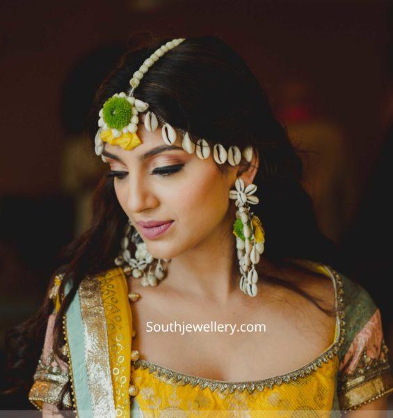 miheeka bajaj haldi function jewellery with shells (1)