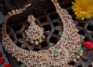 pacchi closed setting diamond necklace