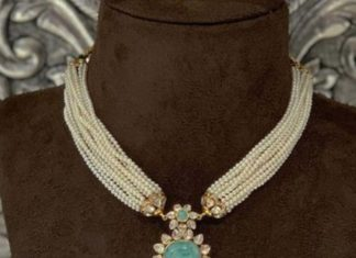 pearl necklace with pendant (1)