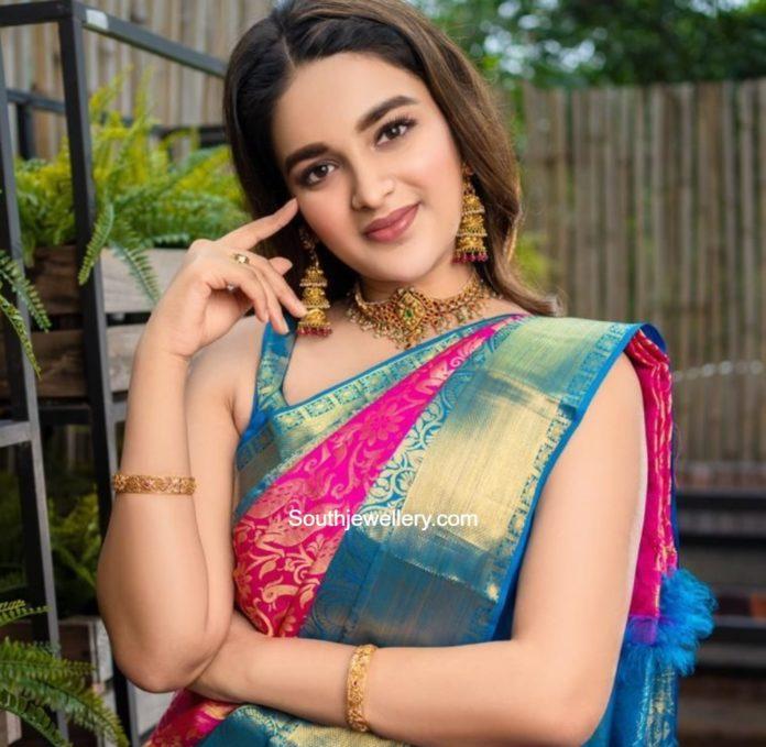 nidhhi agerwal gold jewellery