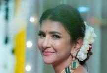 lakshmi manchu in pearl choker set (1)