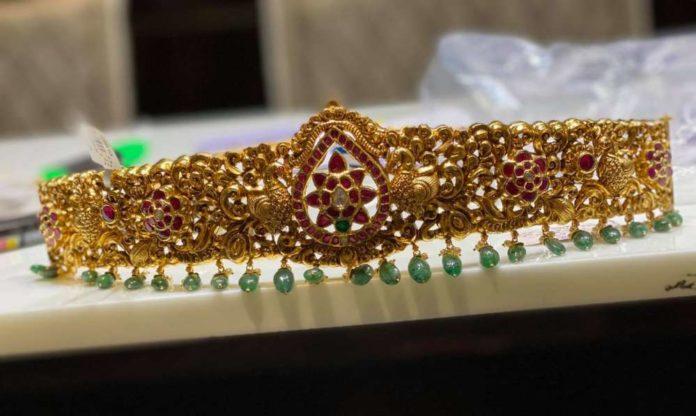 antique gold vaddanam