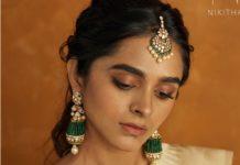 emerald polki earrings and tikka (1)