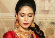 antique gold necklace and jhumkas set
