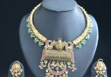 kante nakshi necklace and kundan jhumkas