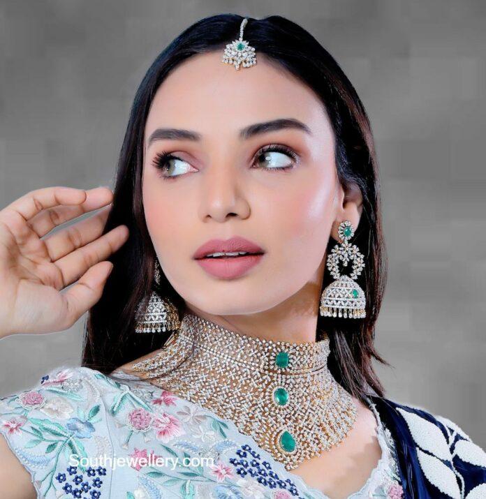 diamond emerald choker and earrings set