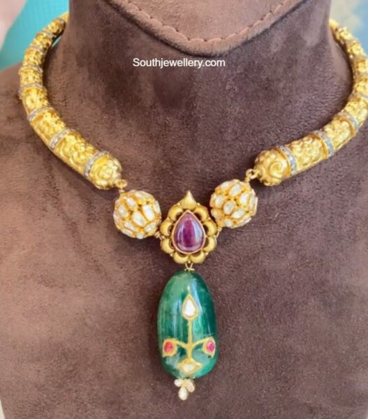 kante necklace withemerald bead pendant nikitha linga