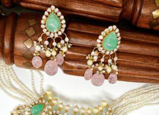 pearl choker with polki emerald pendant