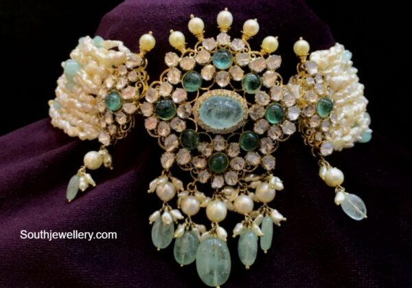 pearl chpker with polki pendant