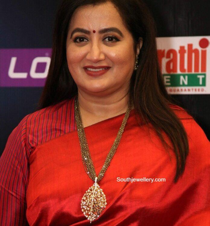 sumalatha ambreesh nllapusalu necklace (1)